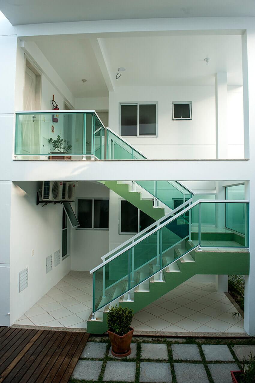Prédio Branco - Escadas de acesso aos aptos superiores tipo standard